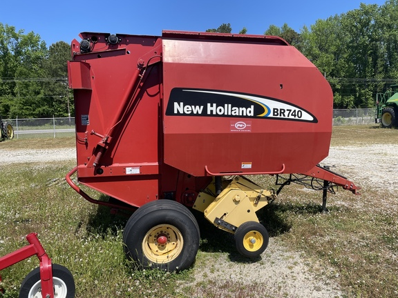 2003 New Holland BR740 Image 1