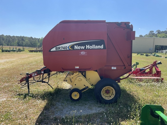 2003 New Holland BR740 Image 3