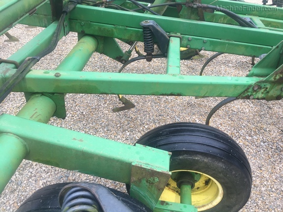 Photo of 2000 John Deere 726