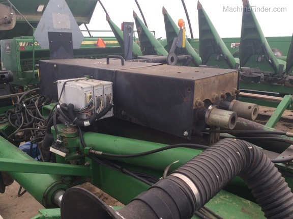 Photo of 2001 John Deere 1770