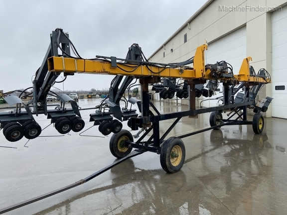 Hagie 4-1 DTB 12R Puller Image 5