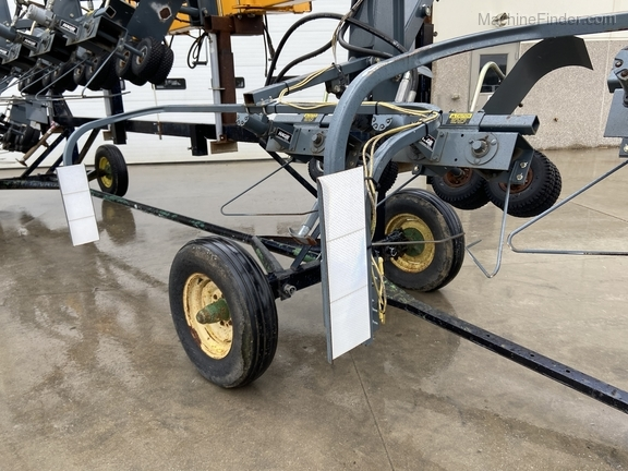 Hagie 4-1 DTB 12R Puller Image 7