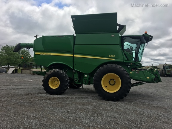 Photo of 2012 John Deere S690