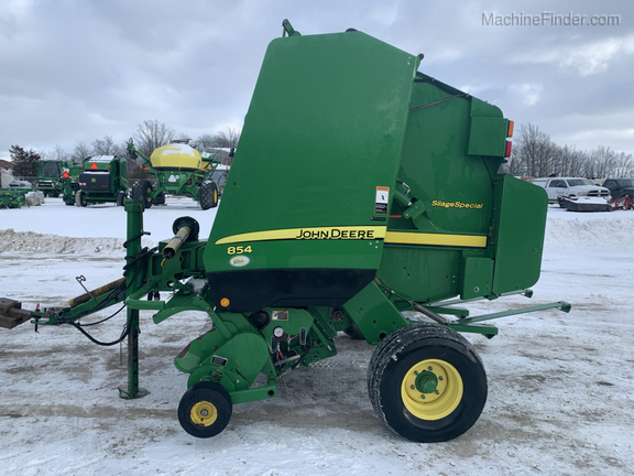 2010 John Deere 854 Silage Special Image 3
