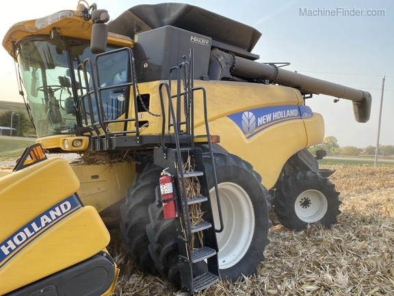 2014 New Holland CR6090 Image 2