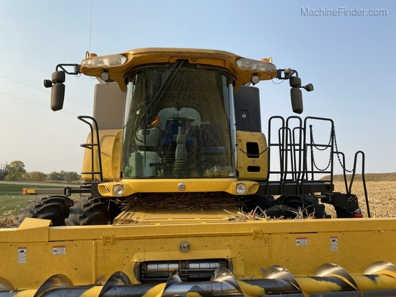 2014 New Holland CR6090 Image 4
