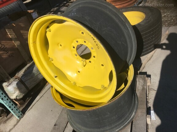 John Deere RE14003-R199645 WHEEL W/ CENTER
