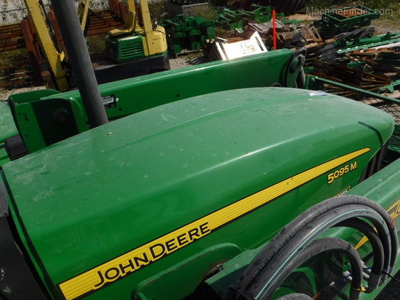 John Deere 5095M