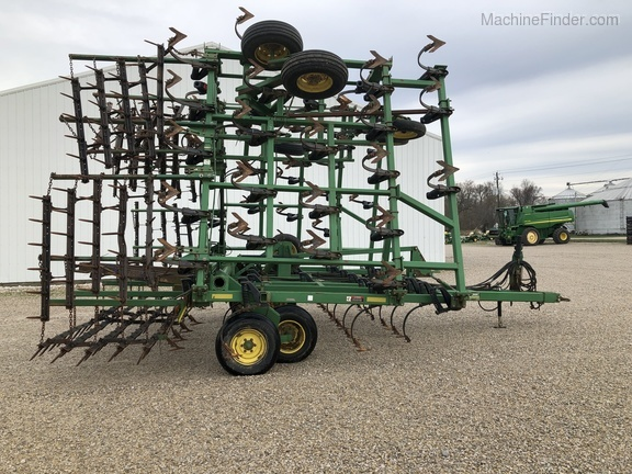 Photo of 2000 John Deere 980