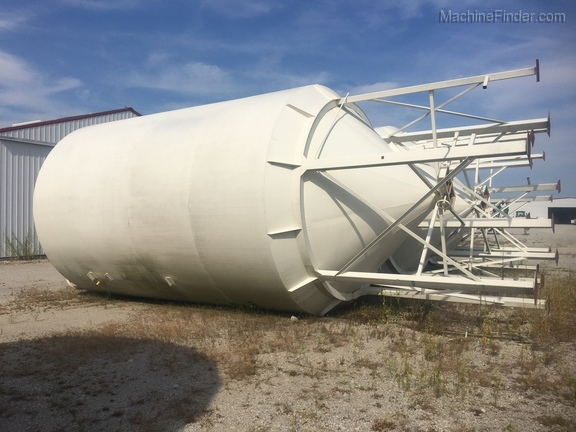 Meridian 3000 Bushel Bulk Grain Tank