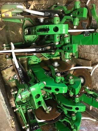 John Deere AA59352 USED XP ROW SHANK
