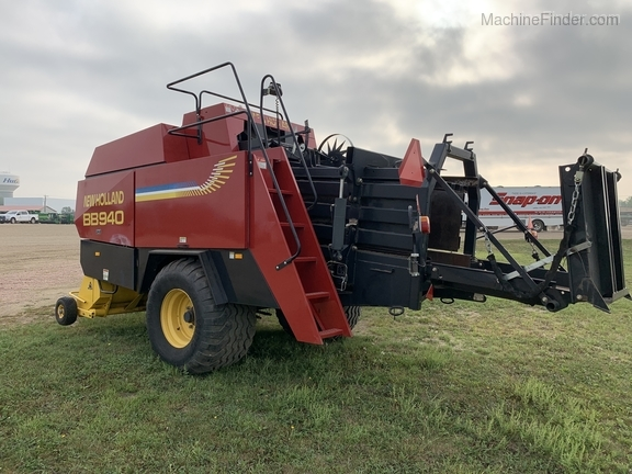 2003 New Holland BB940 Image 3