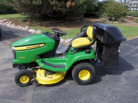2010 john deere x300 lawn garden tractors john deere. Black Bedroom Furniture Sets. Home Design Ideas