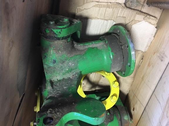 John Deere 2wd steering spindles - S670