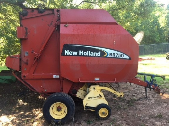 2005 New Holland BR750