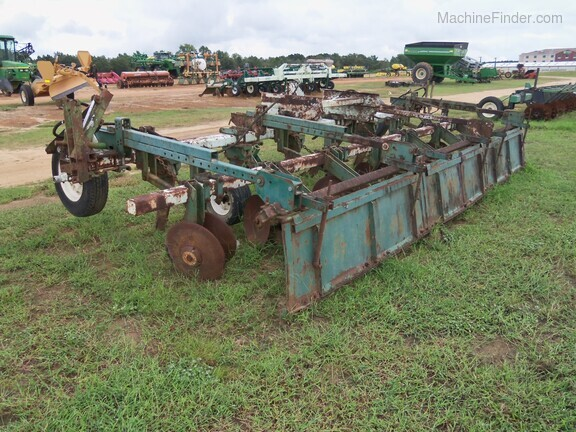 KMC 6 Row Ripper Bedder Image 4