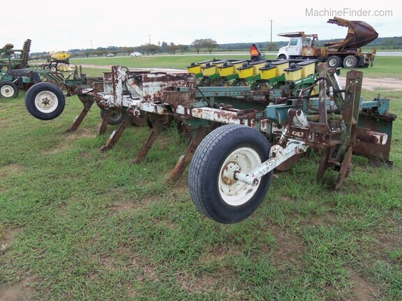 KMC 6 Row Ripper Bedder Image 5