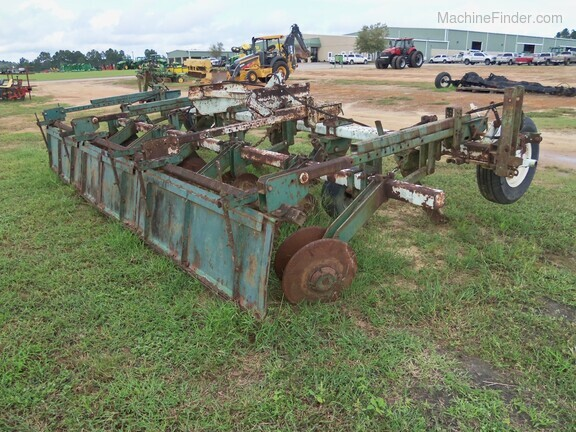 KMC 6 Row Ripper Bedder Image 2