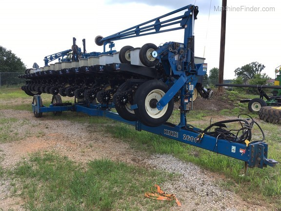 Kinze 2600 Planters Drawn Leighton Al