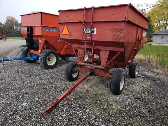 Unverferth 250 BU wagon/ with extensions Image 4