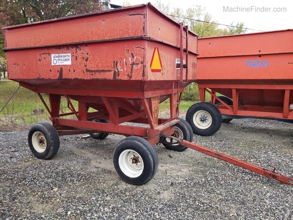 Unverferth 250 BU wagon/ with extensions Image 6