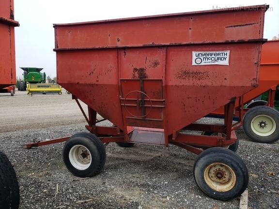 Unverferth 250 BU wagon/ with extensions Image 3