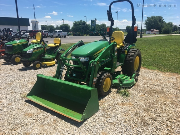 Photo of 2013 John Deere 2032R