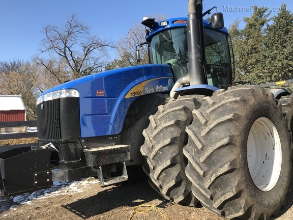 2011 New Holland T9050 Image 2