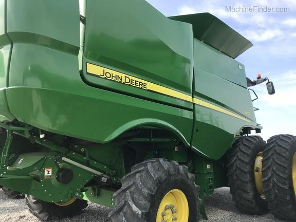 Photo of 2017 John Deere S670