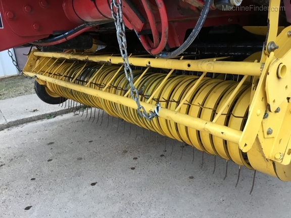 2014 New Holland 560 Roll Belt Image 7