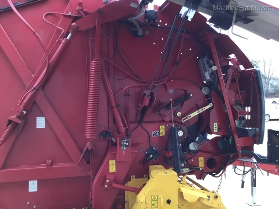 2014 New Holland 560 Roll Belt Image 10