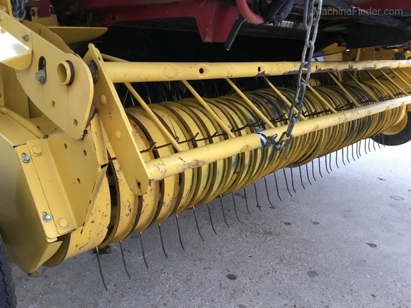 2014 New Holland 560 Roll Belt Image 19