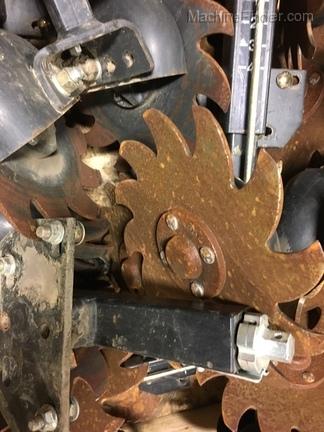 John Deere BA32571 Screw adjust row cleaner