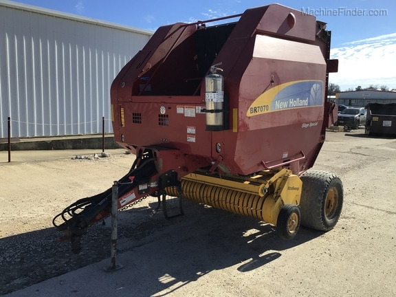 2014 New Holland BR7070 Image 2
