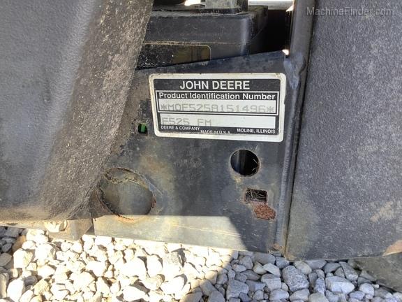 1996 John Deere F525