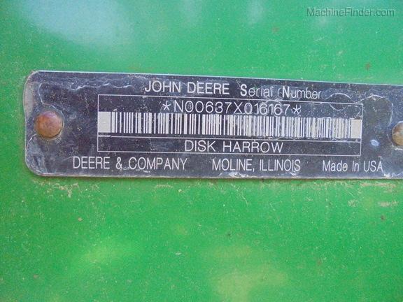 John Deere 637