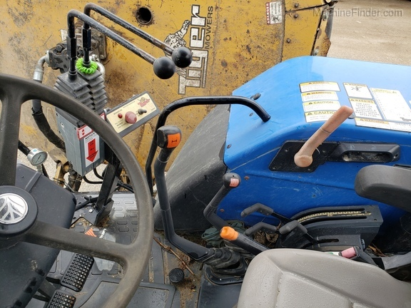 2008 New Holland T5040 Image 11