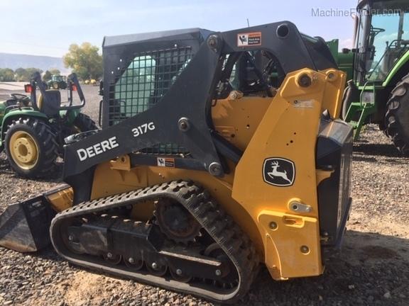 2017 John Deere 317G
