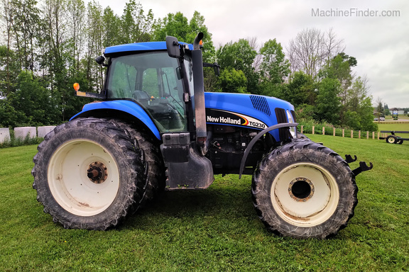 2005 New Holland TG230