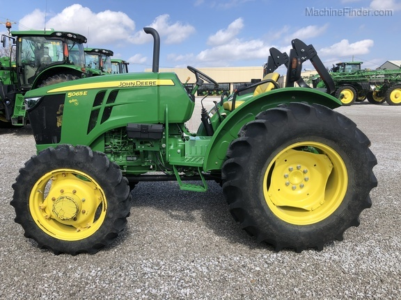 Photo of 2016 John Deere 5065E