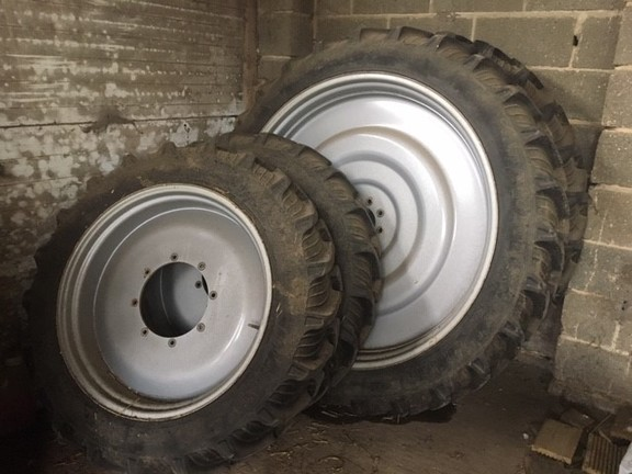 Case Narrow Tyres