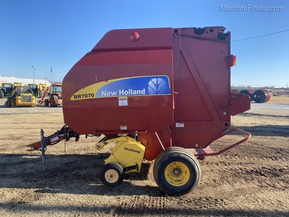 2014 New Holland BR7070 Image 6