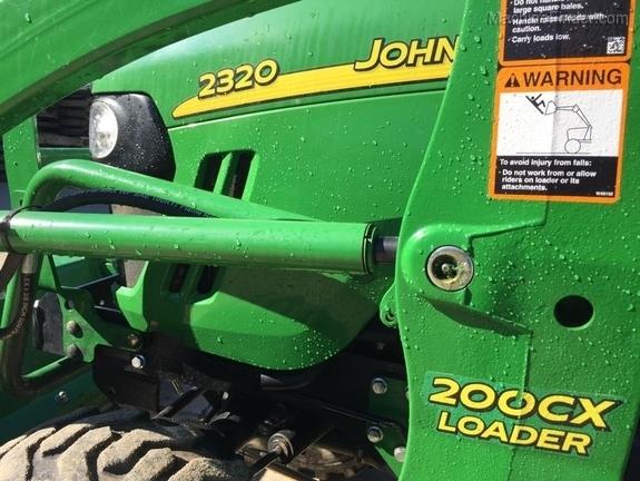 John Deere 2320