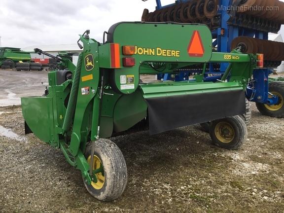 2017 John Deere 835