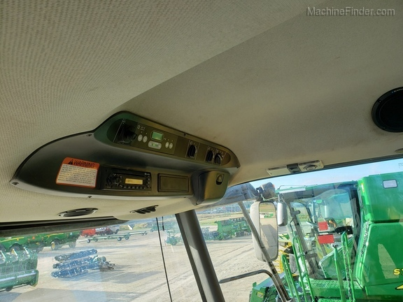2009 Claas 560R Image 5