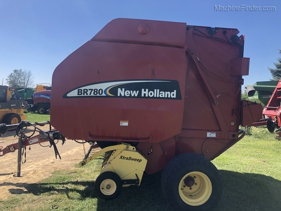 New Holland BR780
