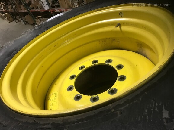 John Deere Firestone 30.5x32 tires & wheels