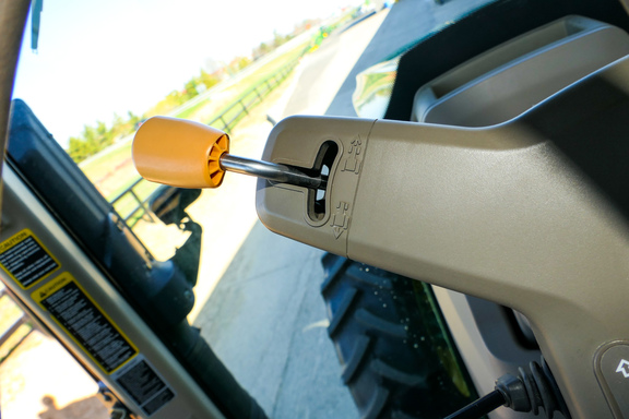 2012 John Deere 7200R-13