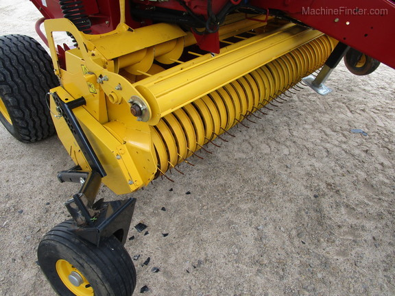 2016 New Holland Rollbelt 450 Image 11