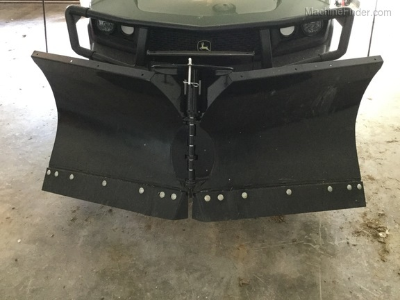 Photo of 2018 John Deere 72inch V blade